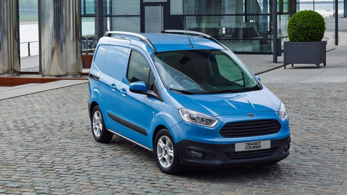 ford-transit courier-eu-TransitCourier 12-16x9-2160x1215-blue-transit-courier-in-front-of-glass-house jpg renditions extra-large